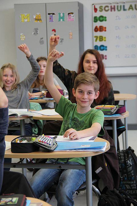 zu sehen ist ein Schüler im Unterricht